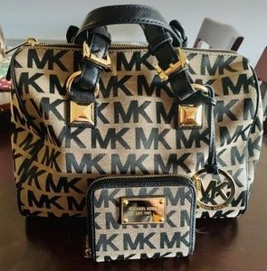 Michael kors purse and wallet set